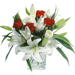 vazo içerisinde 4 gül 1 adet kazablanka  Kırşehir internetten çiçek siparişi