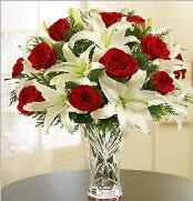 12 adet kırmızı gül 2 dal kazablanka vazosu  Kırşehir çiçek gönderme