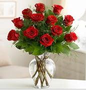 Vazo içerisinde 12 kırmızı gül  Kırşehir çiçek gönderme