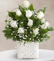 9 beyaz gül vazosu  Kırşehir çiçek gönderme