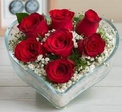 Kalp içerisinde 7 adet kırmızı gül  Kırşehir çiçek yolla , çiçek gönder , çiçekçi