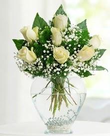 Cam içerisinde 7 adet beyaz gül  Kırşehir online çiçek gönderme sipariş