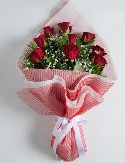 9 adet kırmızı gülden buket  Kırşehir çiçek gönderme