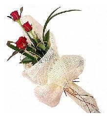 3 adet kırmızı gül buketi  Kırşehir çiçek mağazası , çiçekçi adresleri