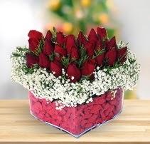 15 kırmızı gülden kalp mika çiçeği  Kırşehir çiçek gönderme