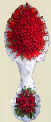Çift katlı kıpkırmızı düğün açılış çiçeği  Kırşehir uluslararası çiçek gönderme