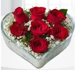 Kalp içerisinde 7 adet kırmızı gül  Kırşehir hediye sevgilime hediye çiçek