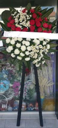 Cenaze çiçeği cenaze çiçek modelleri  Kırşehir hediye çiçek yolla