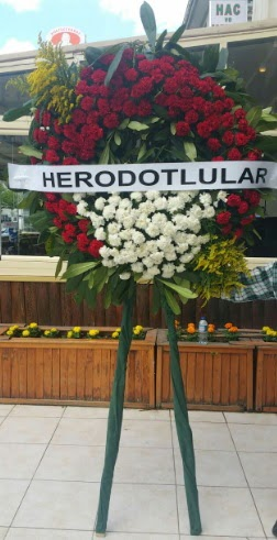 Cenaze çelengi cenazeye çiçek modeli  Kırşehir çiçek gönderme