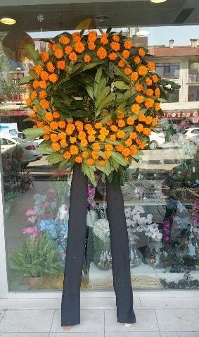 Cenaze çiçeği cenaze çelengi çiçek modeli  Kırşehir çiçek gönderme sitemiz güvenlidir