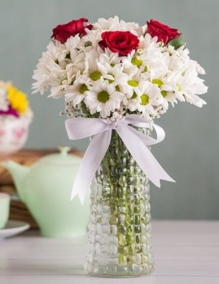 Papatya Ve Güllerin Uyumu camda  Kırşehir çiçek yolla , çiçek gönder , çiçekçi
