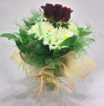 5 adet kırmızı gül ve kırızantem buketi  Kırşehir çiçek siparişi vermek