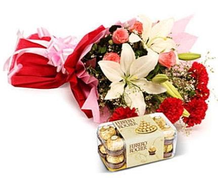 Karışık buket ve kutu çikolata  Kırşehir çiçekçi telefonları