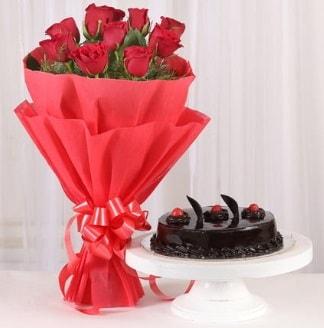 10 Adet kırmızı gül ve 4 kişilik yaş pasta  Kırşehir çiçekçi mağazası