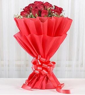 12 adet kırmızı gül buketi  Kırşehir çiçek , çiçekçi , çiçekçilik